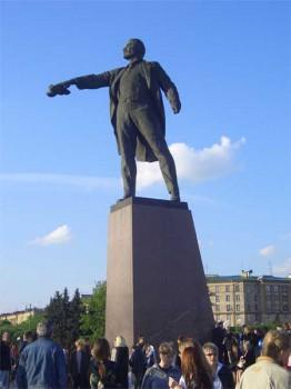 Памятник В. И. Ленину на Московской площади.