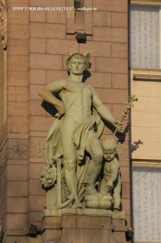 Чернега А.В., Скульптура на фасаде Елисеевского магазина.