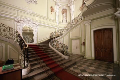 Парадная лестница дворца Белосельских-Белозерских. 2008.12.21.
