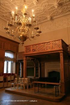 Камин в Дубовом зале дворца Белосельских-Белозерских. 2008.12.21.