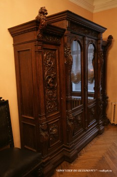 Мебель в особняке Д. Е. Бенардаки. 2009.11.29.