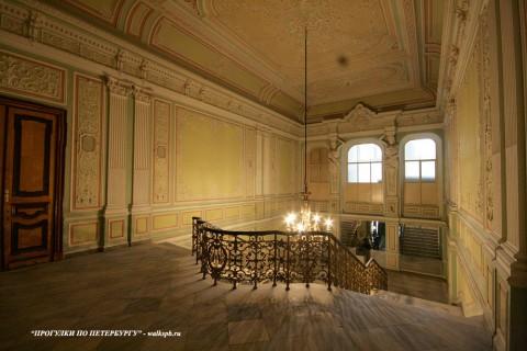 Чернега А.В., Парадная лестница. 27.04.2012.
