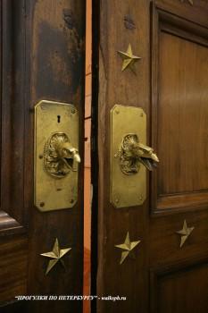 Чернега А.В., Двери музейного зала. 27.04.2012.
