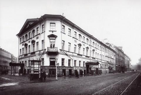Неизвестный фотограф, Фасад дома 7/9 по Невскому проспекту до перестройки. 1911 год.