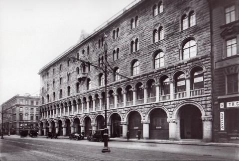 Булла К. К., Здание Петроградского торгового банка (Невский проспект 7/9). 1914 год.