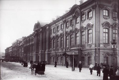Неизвестный фотограф, Фасад дома 17 по Невскому проспекту (Стргогановский дворец). Начало 1900-х годов.