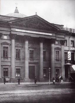 Булла К. К., Фасад дома 20 по Невскому проспекту. Вход в Голландскую церковь. Начало 1900-х годов.