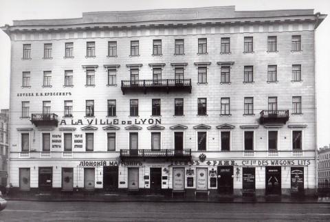 Булла К. К., Фасад дома 22 по Невскому проспекту после перестройки. 1910-е годы.