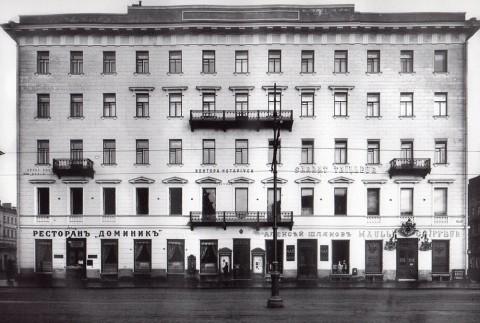 Булла К. К., Фасад дома 24 по Невскому проспекту после перестройки. Начало 1910-х годов.