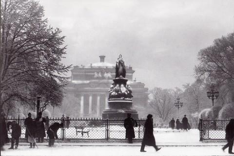 Булла К. К., Памятник императрице Екатерине II в Екатерининском сквере. 1890-е годы.