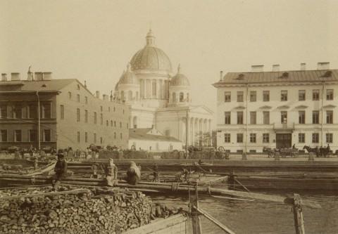 Смирнов А., Троицкий собор. Барки с дровами. 1903 год.