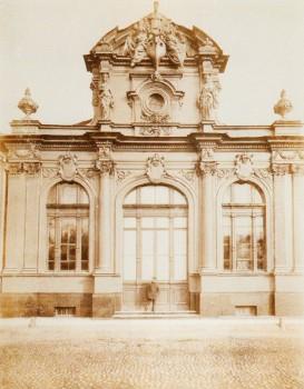 Неизвестный фотограф, Вход в выставочный павильон . 1865-1875 годы.