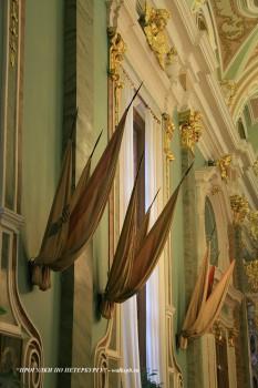 Флаги на стене Петропавловского собора. 2008.12.22.