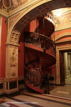 Лестница в музее СПбГХПА. 2009.01.22.