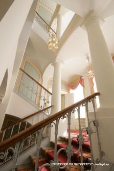 Чернега А.В., Парадная лестница. 08.04.2012.