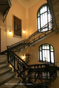 Парадная лестница в доме Ф. И. Лидваля. 2009.02.15.