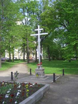 Крест в память о церкви святой Параскевы.