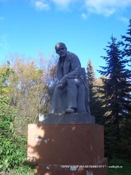 Памятник В. И. ленину в Ботаническом саду.