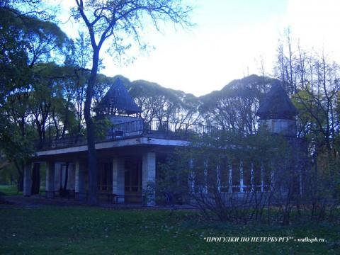 Павильон в Таврическом саду.