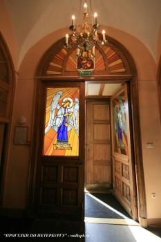 Чернега А.В., Витражи входной двери Владимирского собора. 10.06.2012.
