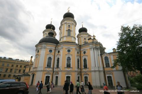 Чернега А.В., Владимирский собор со стороны двора. 10.06.2012.