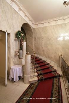 Парадная лестница в особняке Нейдгарта. 2009.05.14.