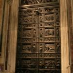 Дверь в Исаакиевском соборе