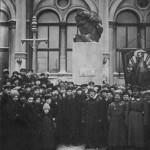 Памятник Софье Перовской у Московского вокзала