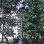 Фонарь в сквере на площади Островского