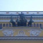 Скульптура на фронтоне Александринского театра