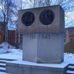 Памятник на территории больницы Петра Великого