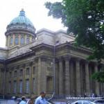 Фасад Казанского собора со стороны Воронихинского сквера