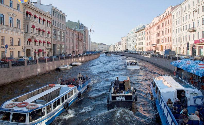 Прогулки по рекам и каналам в Санкт-Петербурге