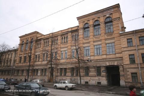 Здание Бестужевских курсов (10 линия ВО, 33). 2008.04.19.