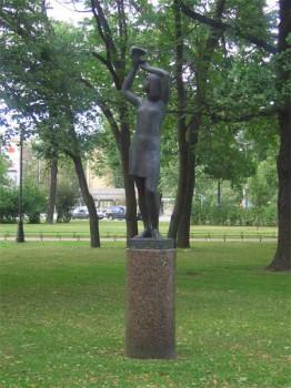 Скульптура в Александровском парке.