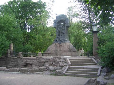 Памятник миноносцу Стерегущий.