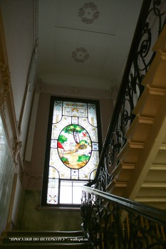 Парадная лестница и витраж в особняке Н. Н. Башкирова. 2009.11.10.