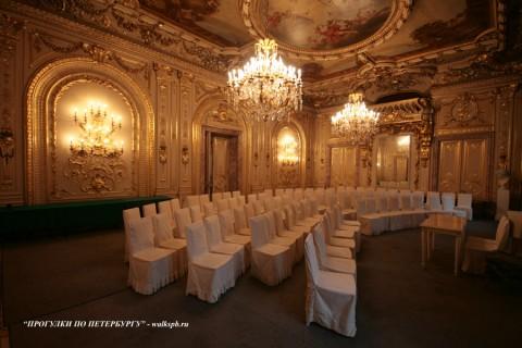Белый зал в особняке А. А. Половцова