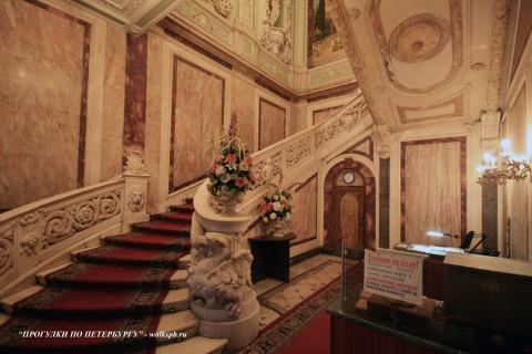 Парадная лестница в особняке А. Ф. Кельха. 2008.11.04.