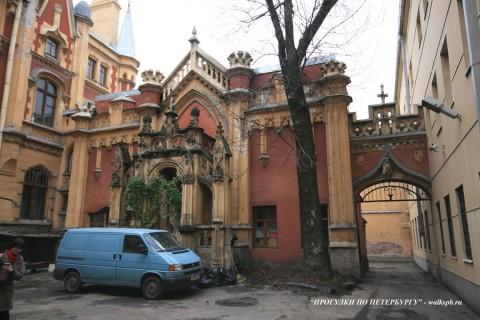 Двор особняка А. Ф. Кельха. 2008.11.04.
