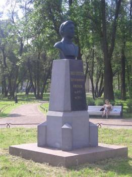 Памятник в Детском парке им. 9 января. 2006.07.04.
