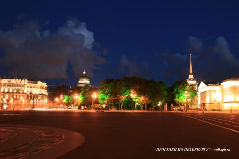 Дворцовая площадь ночью.