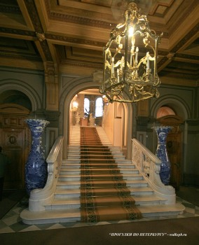 Вестибюль во дворце вел. кн. Владимира Александровича. 2009.04.11.