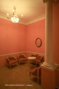 Красный зал в особняке фон Дервизов. 2009.03.08.