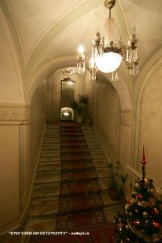 Лестница в доме Л. А. Алафузовой. 2010.12.08.