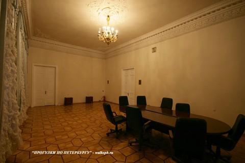 Зал в доме Л. А. Алафузовой. 2010.12.08.