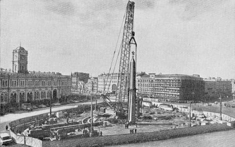 Сооружение обелиска «Городу-герою Ленинграду». апрель 1985.