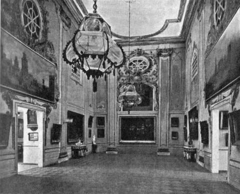 Главный зал выставки «Старые годы».