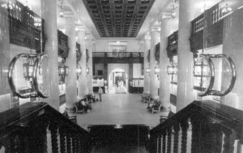 Интерьеры нижнего этажа здания банка М. И. Вавельберга. 2003.