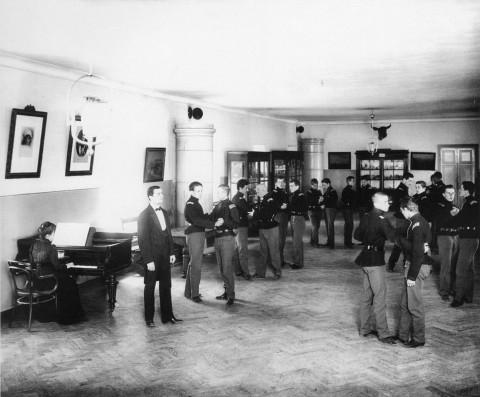 Булла К. К., Урок танцев в Сиротском институте императора Николая I. 1912-1914.